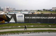 Les autorités de Singapour ont saisi jeudi des actifs financiers dans le dossier de détournement d'argent présumé lié au fonds souverain malaisien 1MDB et annoncé des procédures judiciaires à l'encontre de certaines des plus grandes banques de la ville-Etat. /Photo d'archives/REUTERS/Olivia Harris