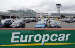 Europcar chute de 9,31% vers 12h35, plus forte baisse de l'indice SBF 120. Le spécialiste de la location de véhicules en Europe a révisé à la baisse ses objectifs pour 2016. /Photo d'archives/REUTERS/Régis Duvignau