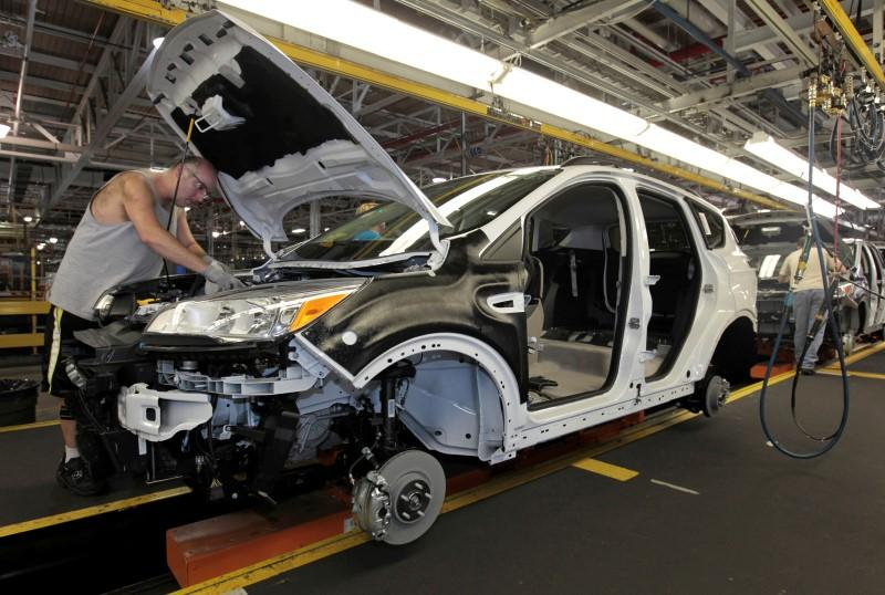 July U.S. auto sales up 2.4 percent, full-year sales to drop: forecasters