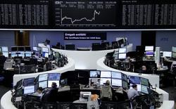 Las bolsas europeas subían el lunes, impulsadas por las acciones de los principales bancos, mientras que el operador postal holandés PostNL subía tras publicar sus resultados. En la imagen, operadores en la Bolsa de Fráncfort, el 5 de agosto de 2016. REUTERS/Staff/Remote/Files