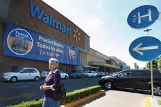 Una tienda de la cadena Walmart en Ciudad de México, abr 24, 2012. La Asociación Nacional de Tiendas de Autoservicio y Departamentales (ANTAD) dijo el martes que las ventas comparables de sus socios crecieron un 10 por ciento interanual en julio, apoyadas por un calendario favorable y el buen desempeño del consumo.   REUTERS/Edgard Garrido/File Photo