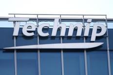 Technip gagne 2,45% à la Bourse de Paris à la mi-séance, signant la plus forte hausse du CAC 40. Les valeurs liées au pétrole profitent de la stabilisation des prix de l'or noir, tandis que l'indice vedette parisien temporise (-0,09% à 4.499,83 points dans des volumes modérés à 20% de leur moyenne quotidienne à 12h45) à la veille d'un long week-end de trois jours. /Photo prise le 25 février 2016/REUTERS/Charles Platiau