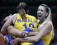 Seleção brasileira feminina de vôlei após vitória sobre Rússia.   14/08/2016       REUTERS/Yves Herman