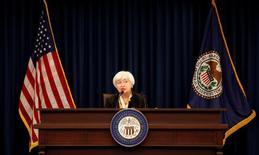 Lorsque la Réserve fédérale américaine élabore sa politique monétaire, elle a à l'esprit deux objectifs: le plein emploi, dans la mesure du possible, et une inflation stable. Mais certaines organisations de la société civile et autres partenaires sociaux trouvent cela bien juste et voudraient bien qu'elle prenne un peu plus en compte la réalité de tous les jours des Américains ainsi que leur diversité. /Photo prise le 15 juin 2016/REUTERS/Kevin Lamarque