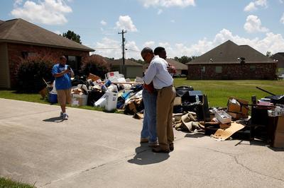 Obama visits Louisiana floods victims
