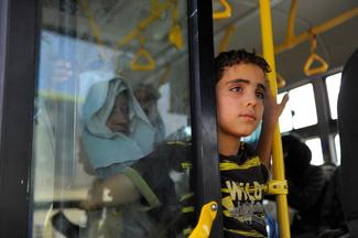 Rebels and residents flee besieged Damascus suburb