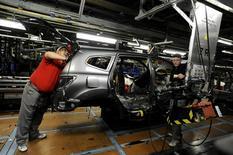 La confiance des entreprises britanniques dans leur propre avenir s'est redressée, après une phase d'inquiétude à la suite de la décision du Royaume-Uni de quitter l'Union européenne, mais ils restent largement pessimistes concernant les perspectives économiques du pays. /Photo d'archives/REUTERS/Nigel Roddis