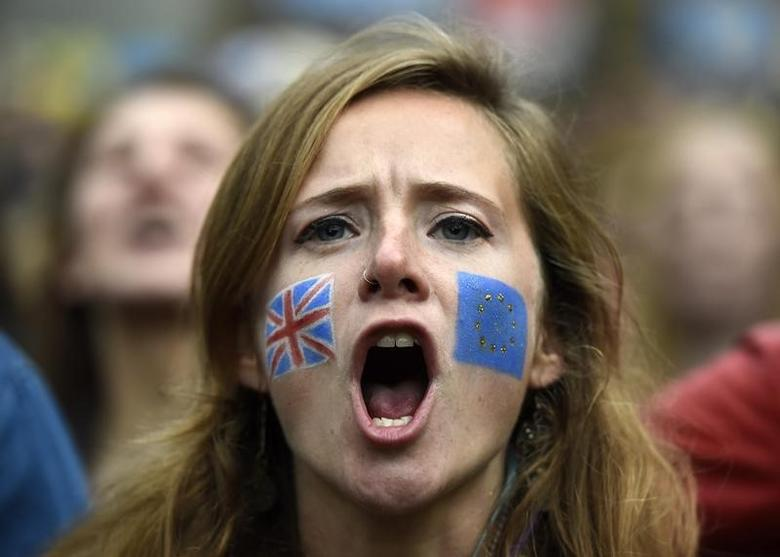 Demonstrators shout outside the Houses of Parliament during a protest aimed at showing London's solidarity with the European Union following the recent EU referendum, in central London, Britain June 28, 2016.       REUTERS/Dylan Martinez/Files