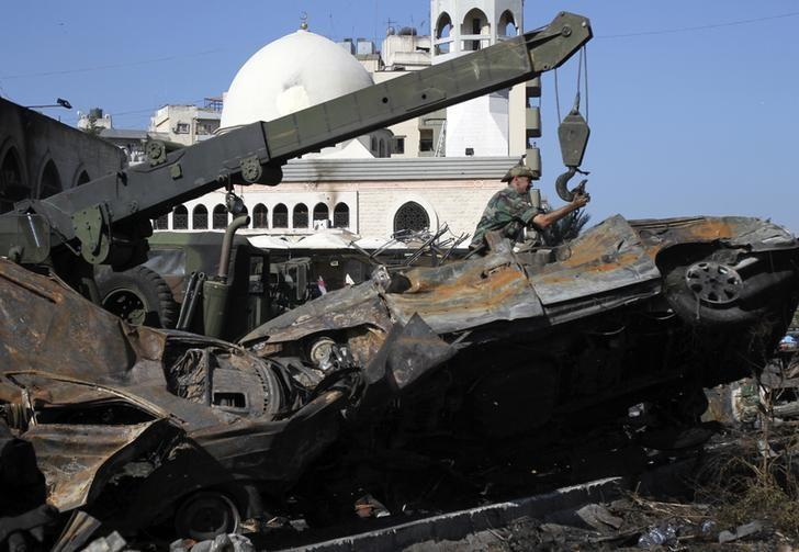 Members of the Lebanese Army remove damaged cars from the street in front of the al Taqwa mosque, where a car bomb exploded, in the port city of Tripoli in northern Lebanon August 24, 2013. REUTERS/  Omar Ibrahim/Files
