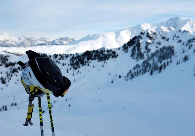 A ski helmet is pictured on the slope in the Tyrolean ski resort of Hochoetz December 31, 2013. REUTERS/Leonhard Foeger