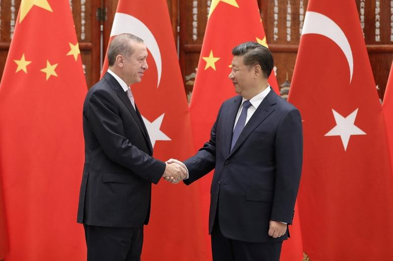 Chinese President Xi Jinping (right) shakes hands with Turkish President Recep Tayyip Erdogan before their meeting at the West Lake State Guest House on September 3, 2016 in Hangzhou, China.  REUTERS/Lintao Zhang/Pool - RTX2NY4O