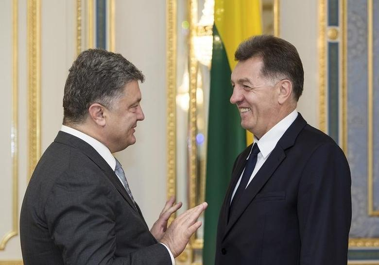 Ukraine's President Petro Poroshenko (L) talks with Lithuania's Prime Minister Algirdas Butkevicius during their meeting in Kiev, Ukraine, August 28, 2015, in this handout photo provided by the Ukrainian Presidential Press Service. REUTERS/Mykhailo Markiv/Ukrainian Presidential Press Service/Handout via Reuters