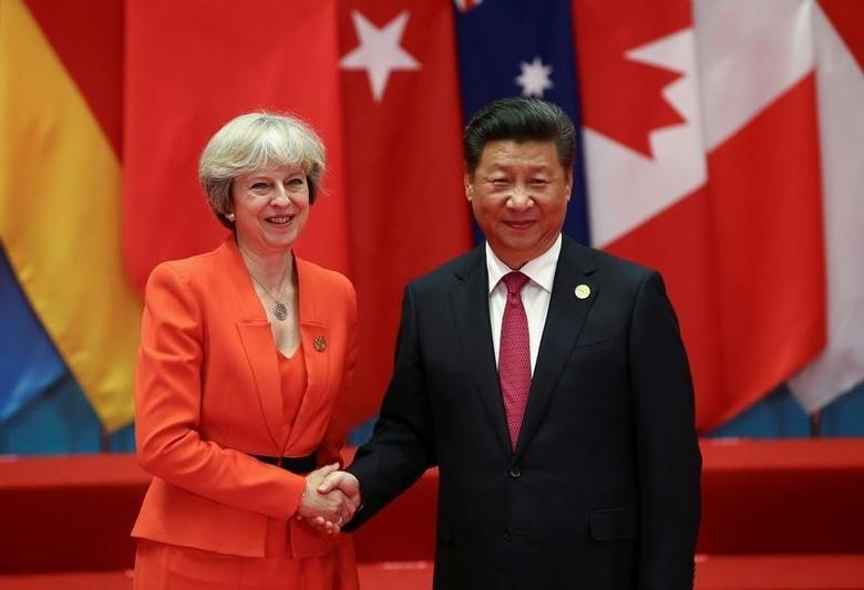 Chinese President Xi Jinping (R) shakes hands with Britain's Prime Minister Theresa May during the G20 Summit in Hangzhou, Zhejiang province, China September 4, 2016. REUTERS/Damir Sagolj