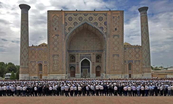 People gather to attend a mourning ceremony following the death of Uzbek President Islam Karimov in Registan Square in Samarkand, Uzbekistan, September 3, 2016. Kyrgyzstan Government Press Service/Handout via Reuters