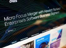 Hewlett Packard Enterprise Co escindirá y fusionará sus activos de software no estratégicos con la británica Micro Focus International Plc en un acuerdo valorado en 8.800 millones de dólares, dijeron el miércoles las compañías. Imagen de ordenador de la página web de Micro Focus que anuncia el acuerdo con HP Enterprise, en Reino Unido, el 8 de septiembre de 2016. REUTERS/Dylan Martinez
