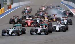 Formula One drivers start the Russian F1 Grand Prix in Sochi, Russia, October 11, 2015.  REUTERS/Grigory Dukor/File Photo