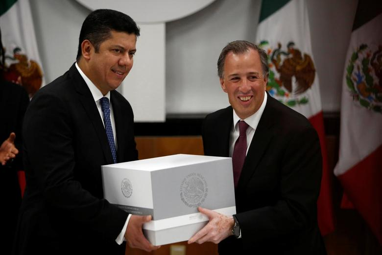 Mexico's Finance Minister Jose Antonio Meade (R) hands over the 2017 budget to the Chamber of Deputies chairman Javier Bolanos in Mexico City, Mexico September 8, 2016.  REUTERS/Carlos Jasso