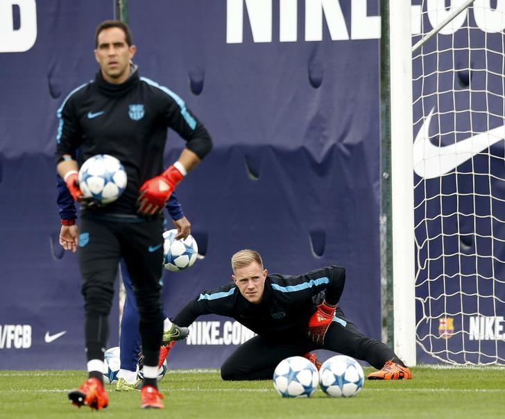 Barcelona's goalkeepers Marc-Andre Ter Stegen (R) and Claudio Bravo attend a training session at Joan Gamper training camp, near Barcelona, Spain, October 19, 2015. REUTERS/Albert Gea/Files