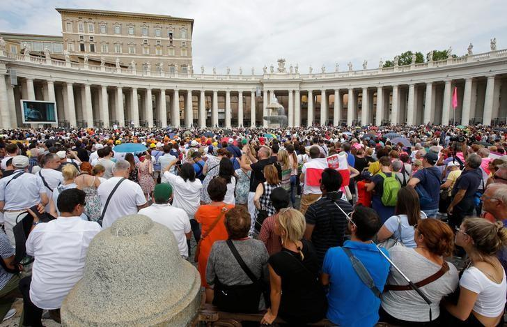 Faithful attend the Angelus prayer led by Pope Francis in Saint Peter's Square at the Vatican September 11, 2016. REUTERS/Max Rossi