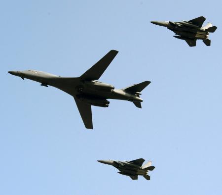 米、戦略爆撃機を韓国展開