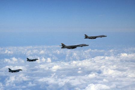 米爆撃機、日韓機と訓練