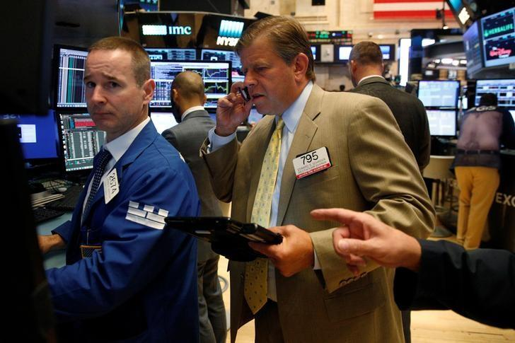 Traders work on the floor of the New York Stock Exchange (NYSE) in New York City, U.S., August 31, 2016.  REUTERS/Brendan McDermid/Files