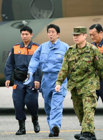 首相、北海道被災地を視察