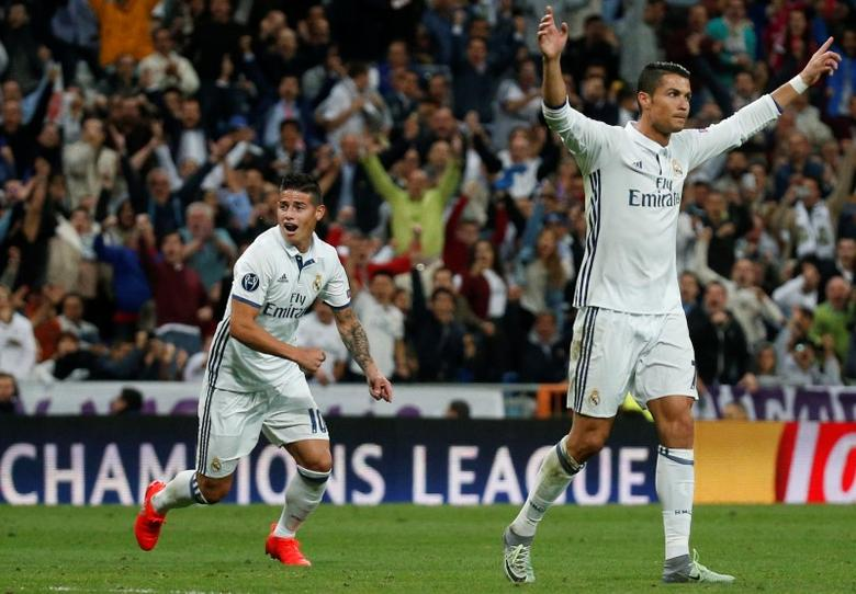 Football Soccer - Real Madrid v Sporting Portugal - UEFA Champions League group stage - Santiago Bernabeu stadium, Madrid, Spain - 14/09/16 Real Madrid's Cristiano Ronaldo celebrates goal with team mate James Rodriguez.   REUTERS/Juan Medina - RTSNS3X