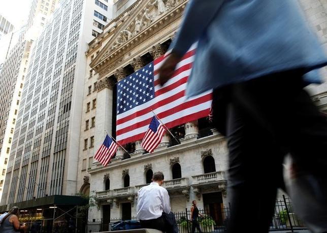 9月15日、米国株式市場は上昇、ダウ平均株価は177ドル値上がりした。前日年初来高値をつけたアップルに引き続き買いが入り、4日間の伸びが2014年以降で最高となった。NY証取(2016年 ロイター/Brendan McDermid)