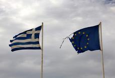 La Grèce et ses créanciers internationaux restent en désaccord sur le choix du futur président du nouveau fonds de privatisation, l'un des points à régler avant le versement d'une nouvelle tranche d'aide, a déclaré vendredi un haut responsable du ministère des Finances. La nomination du président de ce fonds est l'une des conditions au versement de nouvelles aides par les créanciers internationaux d'Athènes.  /Photo pris le 9 septembre 2016/REUTERS/Yannis Behrakis