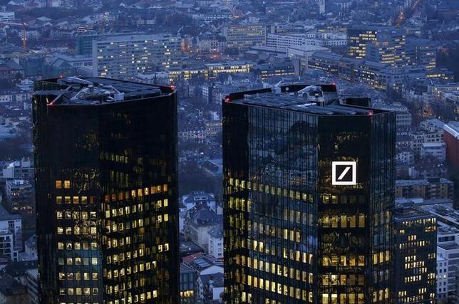 9月16日、過去のモーゲージ担保証券の不適切販売をめぐり、米司法省が140億ドルで和解を提案した件で、ドイツ銀行は争う姿勢を示した。写真はフランクフルトのドイツ銀行本店、1月撮影(2016年 ロイター/Kai Pfaffenbach)