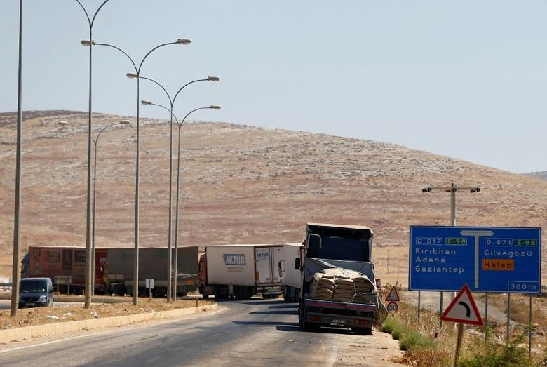 Commercial Turkish trucks wait to cross to Syria near the Cilvegozu border gate, located opposite the Syrian commercial crossing point Bab al-Hawa in Reyhanli, Hatay province, Turkey, September 16, 2016. REUTERS/Osman Orsal