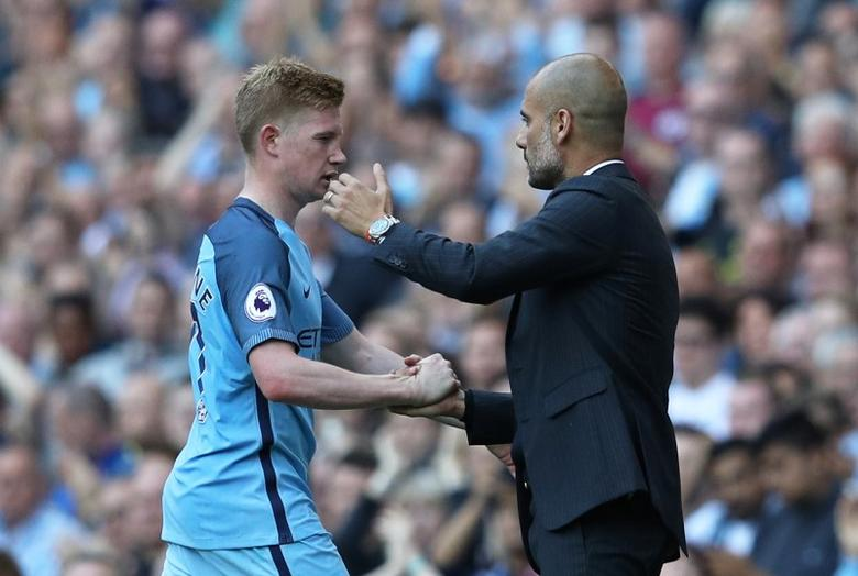 Football Soccer Britain - Manchester City v AFC Bournemouth - Premier League - Etihad Stadium - 17/9/16Manchester City's Kevin De Bruyne is congratualted by  manager Pep Guardiola as he is substituted Reuters / Phil NobleLivepic