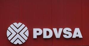 Logo de la petrolera estatal venezolana PDVSA, Caracas, Venezuela, 13 sep, 2016. La estatal Petróleos de Venezuela (PDVSA) cumplirá con sus compromisos de deuda, aún si los tenedores de títulos que vencen el próximo año no aceptan una propuesta de canje, dijo el domingo el presidente de la firma, Eulogio del Pino. REUTERS/Henry Romero