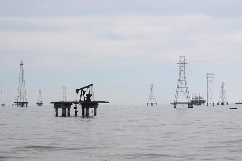 An oil pump is seen in Lake Maracaibo, in Cabimas, Venezuela, August 13, 2016. REUTERS/Jesus Contreras