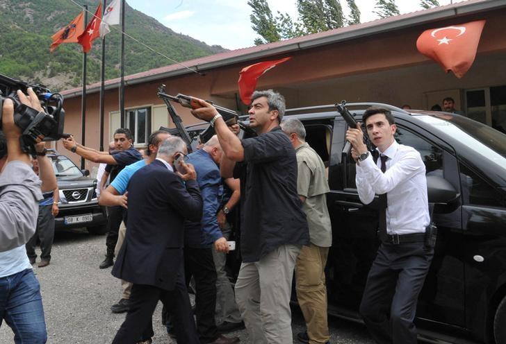 Vehicle of Turkey's main opposition Republican People's Party (CHP) leader Kemal Kilicdaroglu (not seen) is guarded by security officers after an attack against his convoy in the northeastern city of Artvin, Turkey, August 25, 2016. REUTERS/Stringer