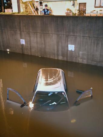冠水に気付かず車進入か、愛知