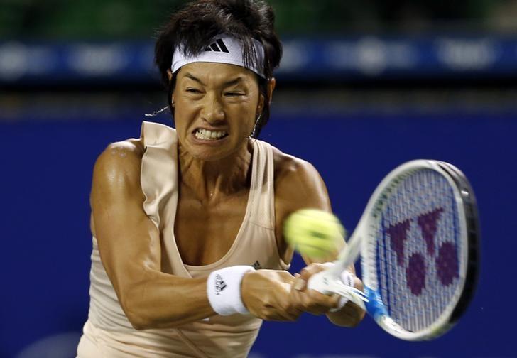 Kimiko Date-Krumm of Japan returns a shot to Victoria Azarenka of Belarus during their Pan Pacific Open women's singles tennis match in Tokyo September 16, 2014. REUTERS/Yuya Shino/Files