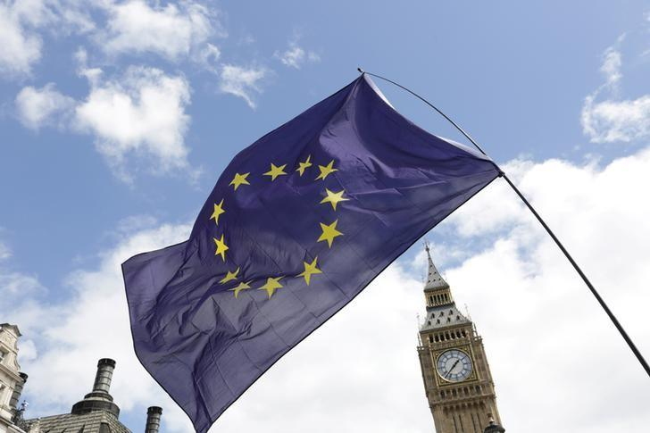 A European Union flag is held in front of the Big Ben clock tower in Parliament Square during a 'March for Europe' demonstration against Britain's decision to leave the European Union, central London, Britain July 2, 2016. REUTERS/Paul Hackett/File Photo