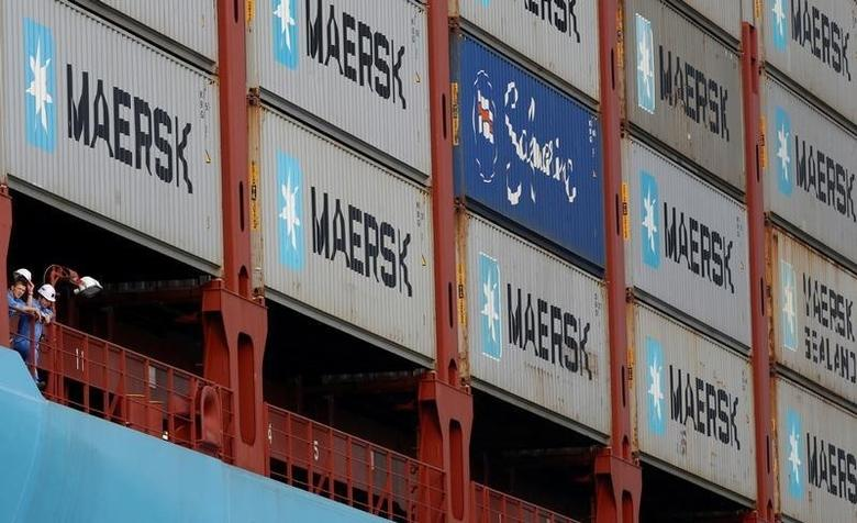 Crew members look out from the container ship, the MV Maersk Mc-Kinney Moller, as it berths during its maiden port of call at a PSA International port terminal in Singapore September 27, 2013.     REUTERS/Edgar Su/File Photo - RTSMV7Z