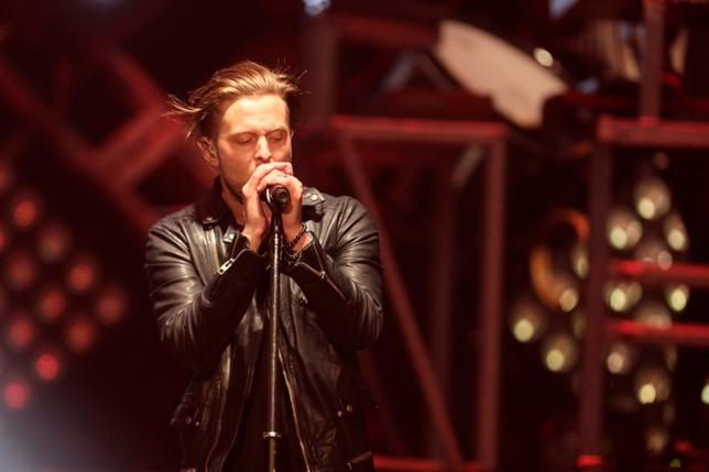 Ryan Tedder of the U.S. band OneRepublic performs during their ''Native'' tour in Riga November 12, 2014. REUTERS/Ints Kalnins/File Photo
