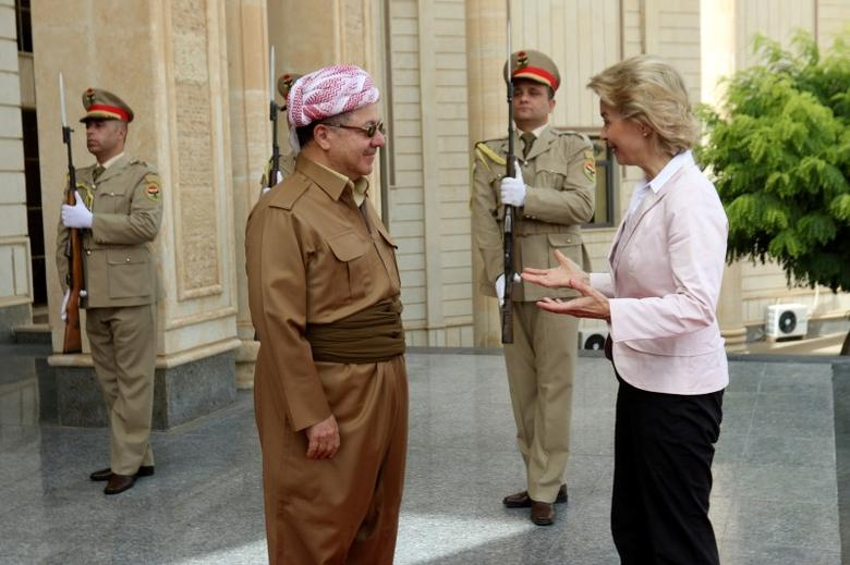 Iraq's Kurdistan region's President Massoud Barzani (L) welcomes German Defence Minister Ursula von der Leyen in Erbil, Iraq, September 23, 2016. REUTERS/Azad Lashkari