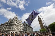 Демонстрация противников Brexit в Лондоне. Три четверти руководителей британских компаний рассматривают перенос операций за пределы страны после ее решения о выходе из Европейского союза, свидетельствуют результаты исследования, опубликованного в понедельник.  REUTERS/Paul Hackett