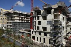 Les mises en chantier de logements ont légèrement reculé (-0,7%) en France sur les trois mois à fin août par rapport au trois mois précédents mais affichent une progression de 7,7% sur un an. /Photo d'archives/REUTERS/Benoît Tessier