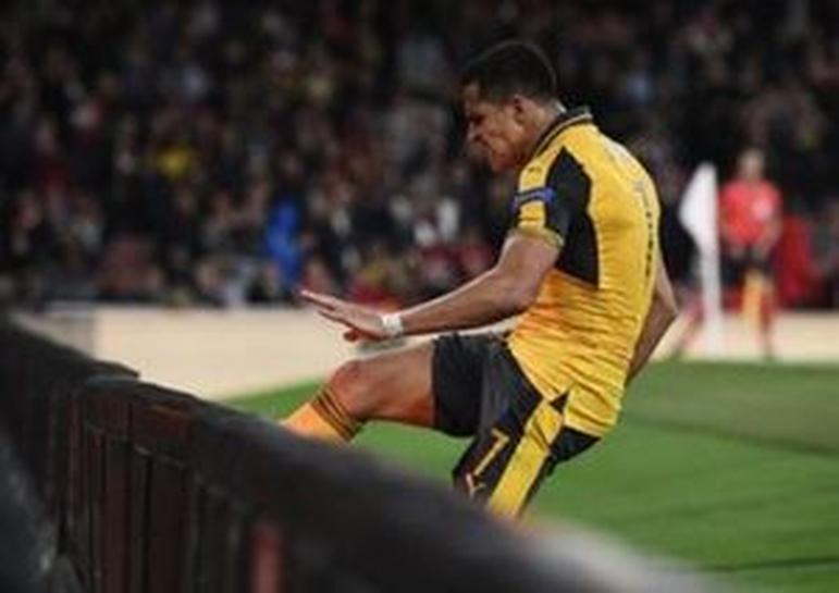 Walcott scores twice as Arsenal beat Basel | Reuters