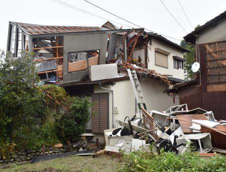 福岡の突風被害8棟