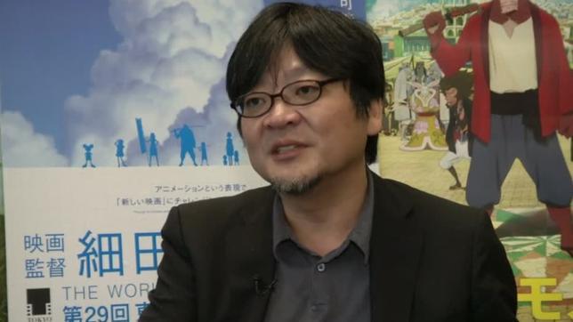 9月27日、アニメ映画の細田守監督はロイターTVのインタビューで、宮崎駿氏を超えたいという望みはあるものの、「僕に宮崎さん的な映画を求めても仕方がない」と語った。写真はインタビュー動画から(2016年 ロイター)
