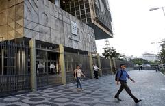 La casa matriz de Petrobras en Río de Janeiro, mar 21, 2016. La mayor federación de trabajadores del petróleo en Brasil, la FUP, dijo el jueves que sus miembros aprobaron por mayoría rechazar una oferta de acuerdo laboral de Petrobras y se preparaban para una huelga.  REUTERS/Sergio Moraes