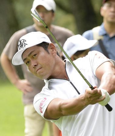男子ゴルフ、谷原が単独首位
