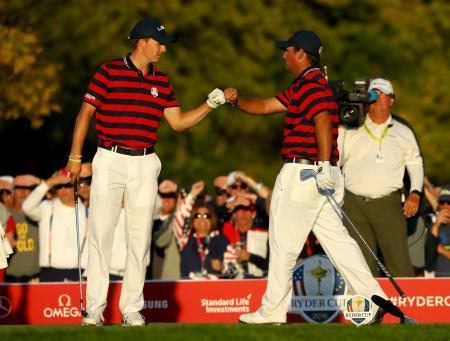 ゴルフ、米国がリード広げる